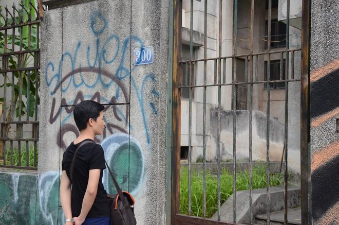 Người bảo vệ canh giữ ngôi nhà 300 Kim Mã bị bỏ hoang suốt 27 năm tiết lộ về thông tin ngôi nhà có ma - Ảnh 2.