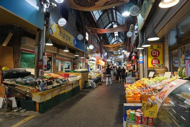 Khám phá ẩm thực khu chợ Tongin, mua món ăn bằng đồng xu cổ của Hàn Quốc - Ảnh 1.