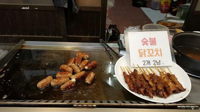 Khám phá ẩm thực khu chợ Tongin, mua món ăn bằng đồng xu cổ của Hàn Quốc - Ảnh 4.