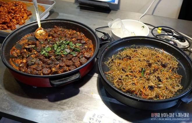 Khám phá ẩm thực khu chợ Tongin, mua món ăn bằng đồng xu cổ của Hàn Quốc - Ảnh 5.