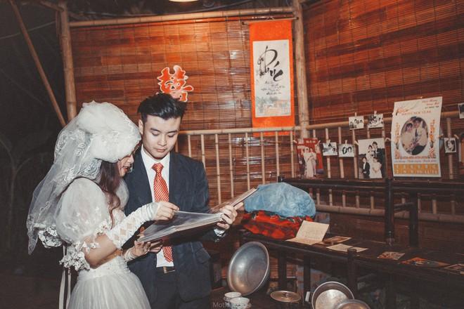 Sinh viên báo chí tổ chức triển lãm không gian cưới thập niên 80s, 90s ngay giữa lòng Hà Nội - Ảnh 2.
