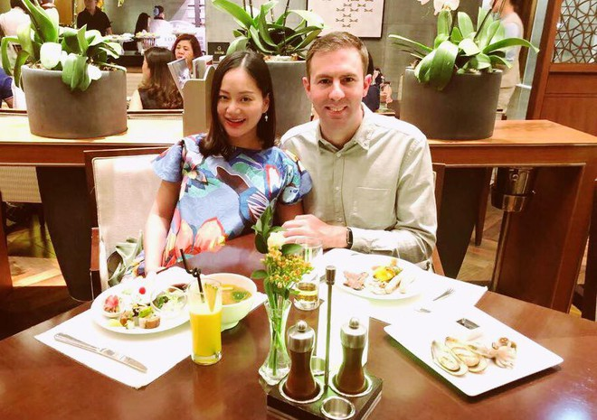Diễn viên Lan Phương và chồng Tây đã đón con gái đầu lòng sáng nay
