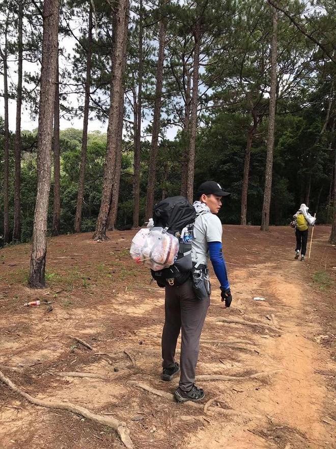 Hàng chục người tìm kiếm nam phượt thủ mất tích suốt 3 ngày khi leo Tà Năng - Phan Dũng: Kiện chỉ còn ít nước và 1kg chả - Ảnh 3.