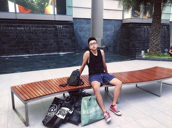 Thầy Linh sở hữu phong cách thời trang khoẻ khoắn, trẻ trung