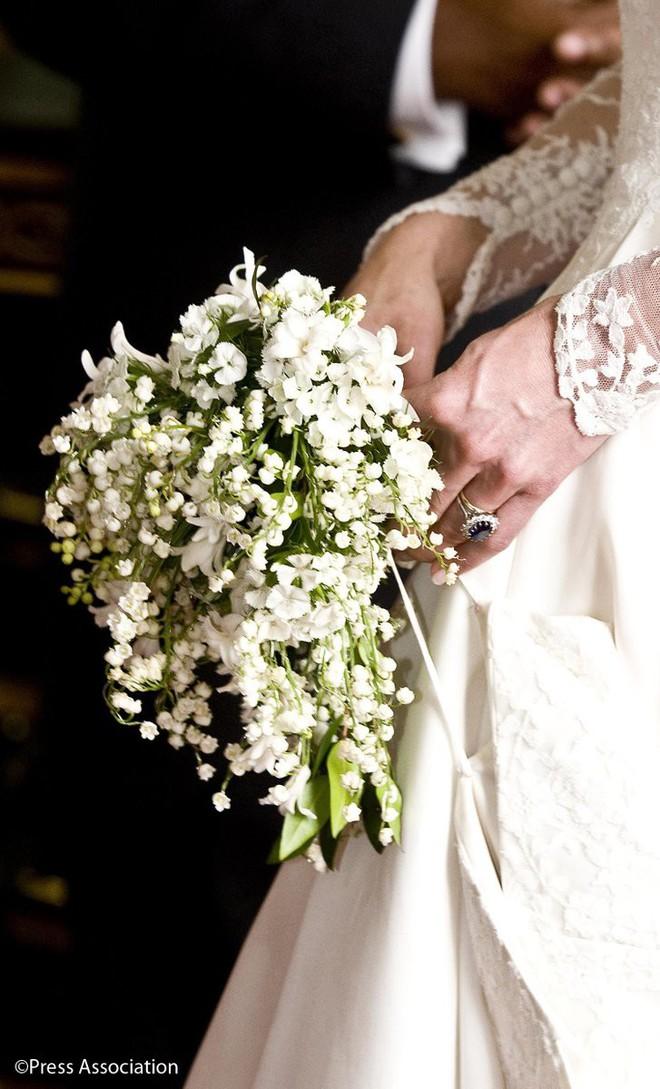 Đóa hoa cưới của Meghan Markle, Kate hay mọi công nương khác đều có thứ này - Ảnh 2.