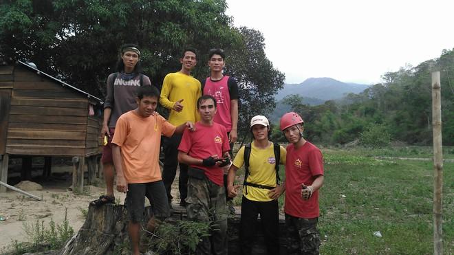Clip thác dữ Lao Phào: Con thác 7 tầng chảy xiết nơi phát hiện thi thể nam phượt thủ leo Tà Năng - Phan Dũng - Ảnh 2.