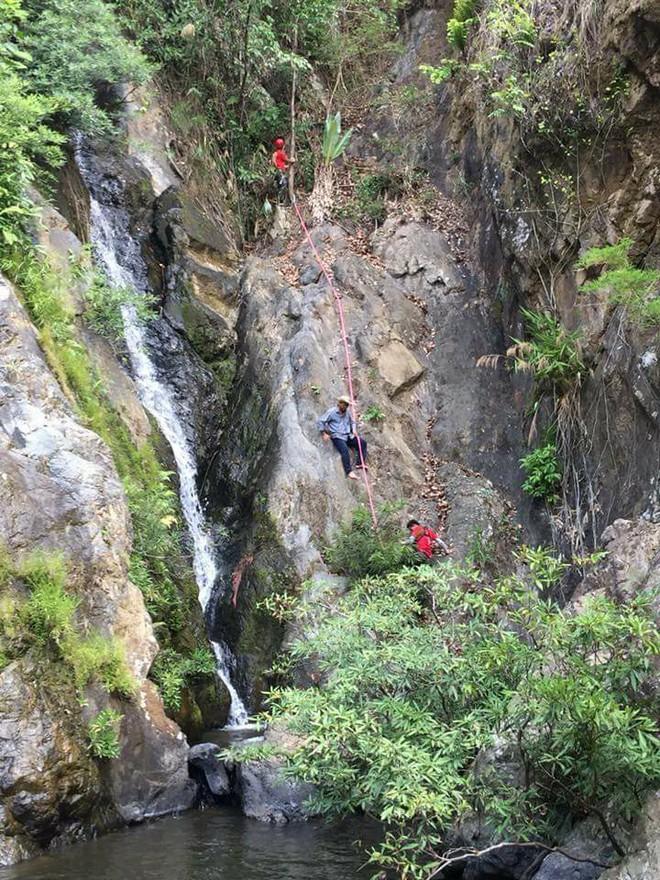 Clip thác dữ Lao Phào: Con thác 7 tầng chảy xiết nơi phát hiện thi thể nam phượt thủ leo Tà Năng - Phan Dũng - Ảnh 6.