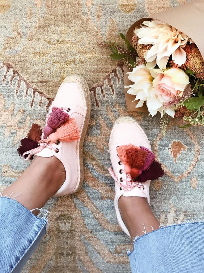 Sneaker đế cói: đôi giày xinh xắn hoàn hảo cho mùa hè vì bạn có thể kết hợp với mọi set đồ - Ảnh 2.