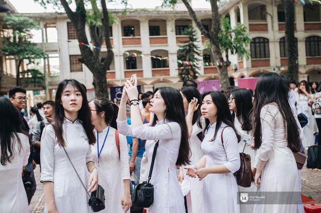 """""""Đặc sản"""" lễ bế giảng trường Phan Đình Phùng: Cả một trời trai xinh gái đẹp - Ảnh 13."""