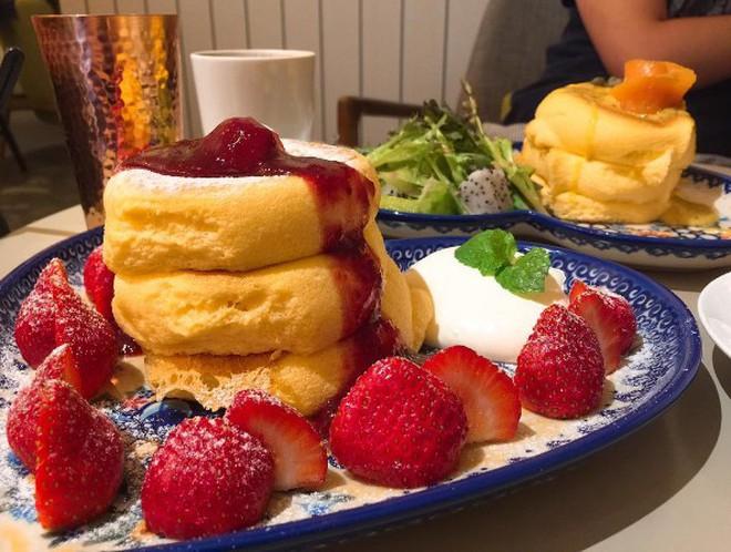 Thách bạn kiềm lòng trước những chiếc Souffle Pancake mềm mịn như bông này đấy - Ảnh 5.