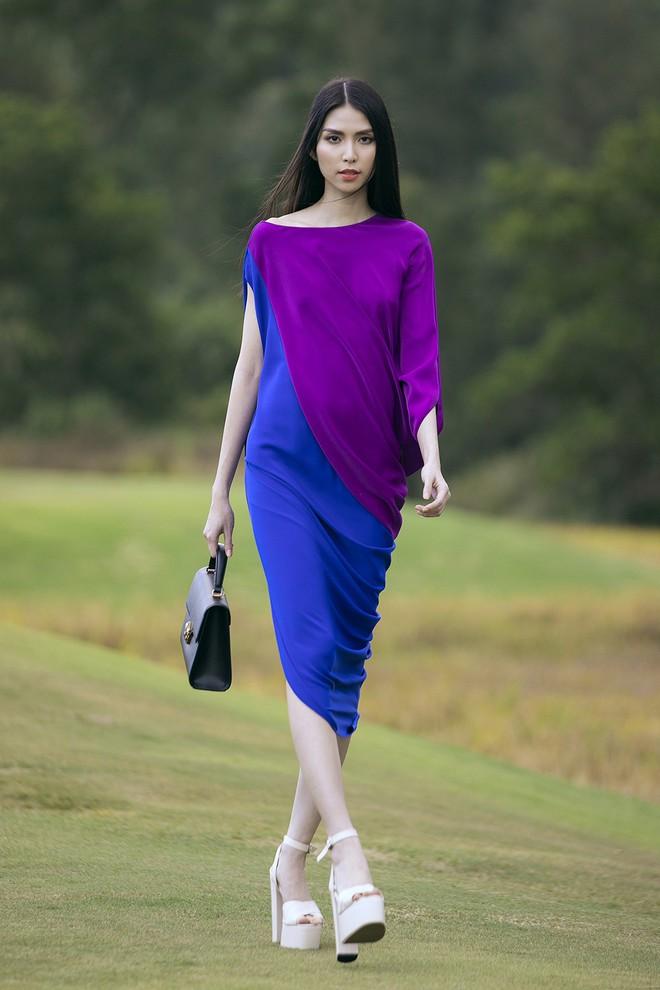 """Đi giày hơn 15cm catwalk trên sân golf, khách mời phải ngả mũ trước dàn mẫu """"đỉnh"""" của NTK Đỗ Mạnh Cường - Ảnh 5."""