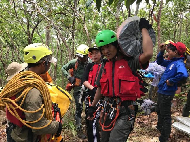 Đoàn cứu hộ kể lại hành trình khốc liệt suốt 3 ngày tìm cách đưa thi thể nam phượt thủ ra khỏi thác Lao Phào để về với gia đình 5