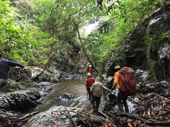Đoàn cứu hộ kể lại hành trình khốc liệt suốt 3 ngày tìm cách đưa thi thể nam phượt thủ ra khỏi thác Lao Phào để về với gia đình 7