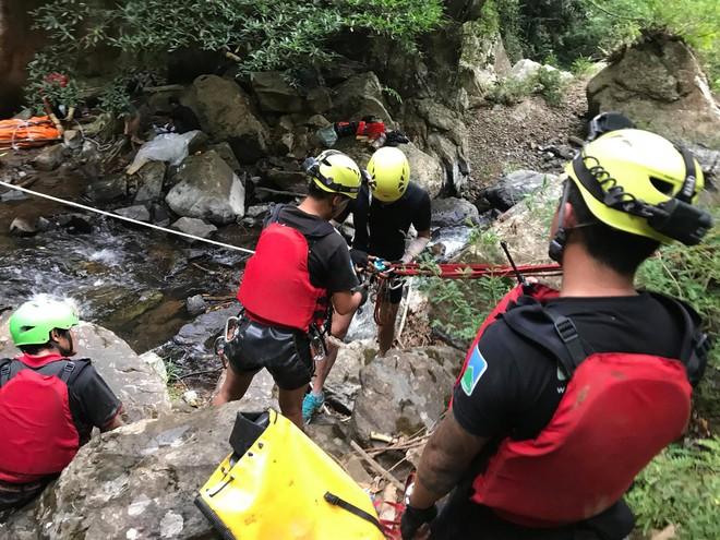 Đoàn cứu hộ kể lại hành trình khốc liệt suốt 3 ngày tìm cách đưa thi thể nam phượt thủ ra khỏi thác Lao Phào để về với gia đình 8