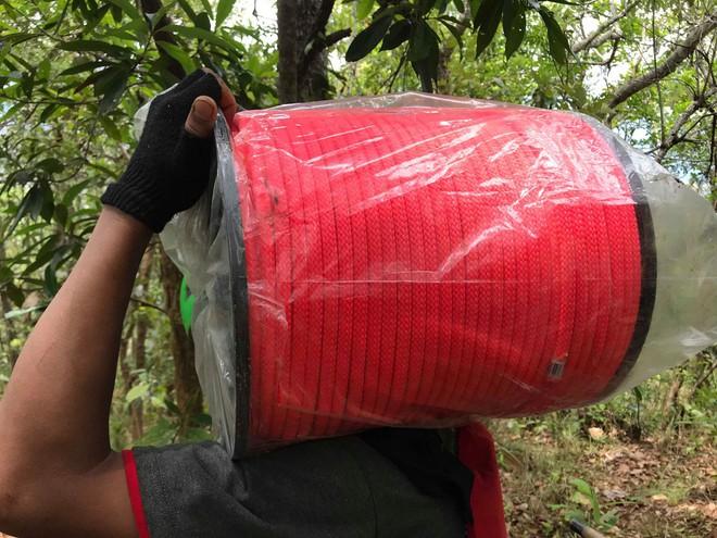 Đoàn cứu hộ kể lại hành trình khốc liệt suốt 3 ngày tìm cách đưa thi thể nam phượt thủ ra khỏi thác Lao Phào để về với gia đình 6