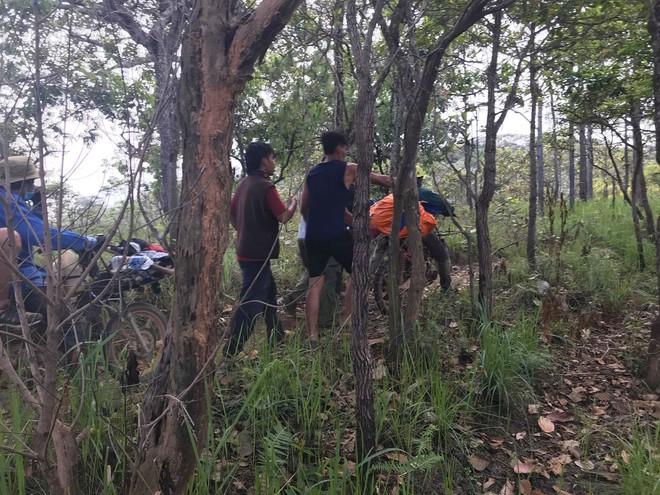 Đoàn cứu hộ kể lại hành trình khốc liệt suốt 3 ngày tìm cách đưa thi thể nam phượt thủ ra khỏi thác Lao Phào để về với gia đình 12