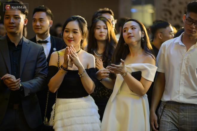 Prom của trường con nhà giàu RMIT: Đã mắt ngắm các bạn trẻ lên đồ sang chảnh hết nấc - Ảnh 4.