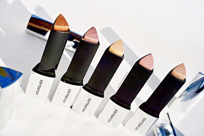 """Cho những nàng """"nghiện"""" makeup: list 15 món mỹ phẩm đáng thử nhất năm của Cosmopolitan, món rẻ nhất chỉ 160k - Ảnh 14."""