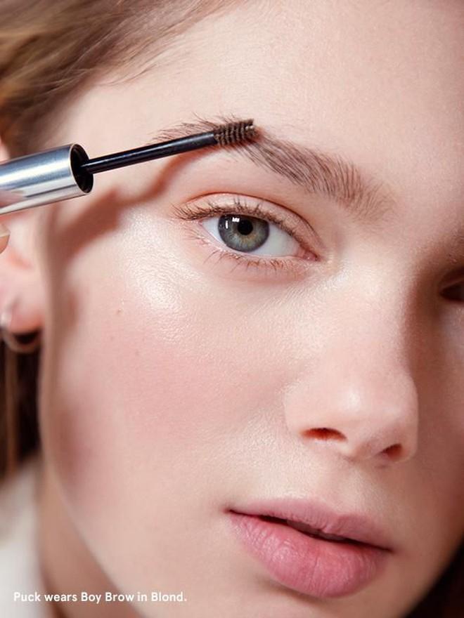 """Cho những nàng """"nghiện"""" makeup: list 15 món mỹ phẩm đáng thử nhất năm của Cosmopolitan, món rẻ nhất chỉ 160k - Ảnh 4."""