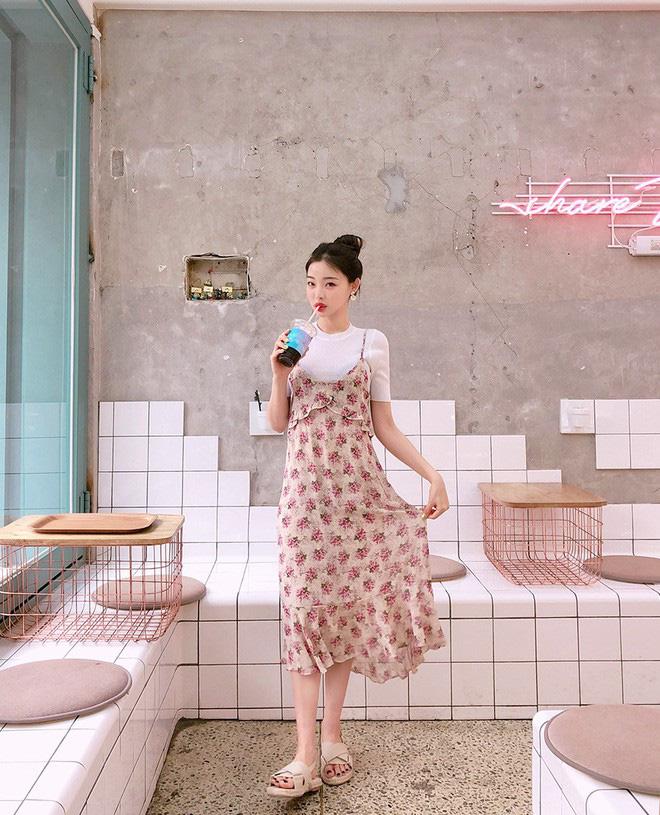 Váy/áo hai dây – những items chống chỉ định mặc đến nơi công sở nay đã có cách diện sao cho chỉn chu và thanh lịch - Ảnh 2.