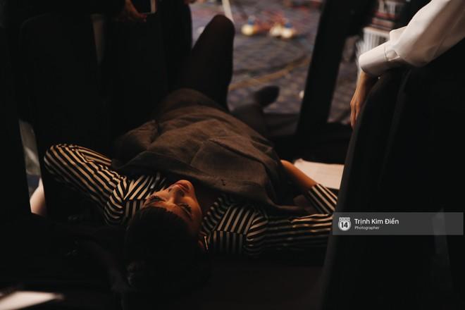 Thanh Hằng - Minh Hằng dìu Võ Hoàng Yến ra khỏi trường quay The Face vì bị rút cơ cột sống - Ảnh 8.