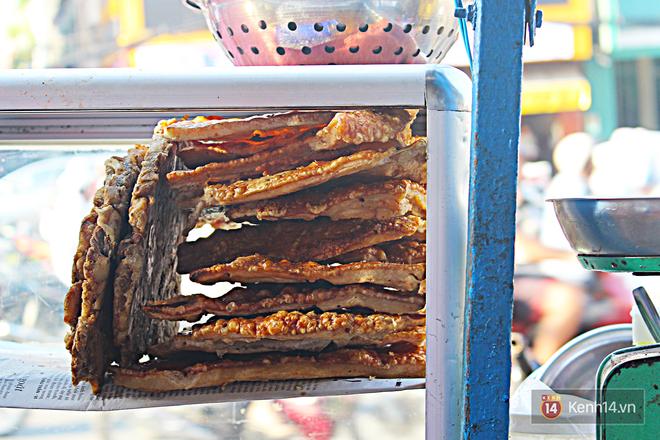 Vịt chiên sả ớt siêu hấp dẫn ở Sài Gòn: chỉ 20k đã có hộp đầy ắp - Ảnh 3.
