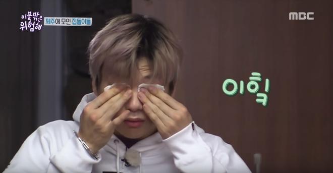 Center Quốc dân Kang Daniel để lộ làn da kém mịn màng khi khoe mặt mộc trên show thực tế - Ảnh 3.