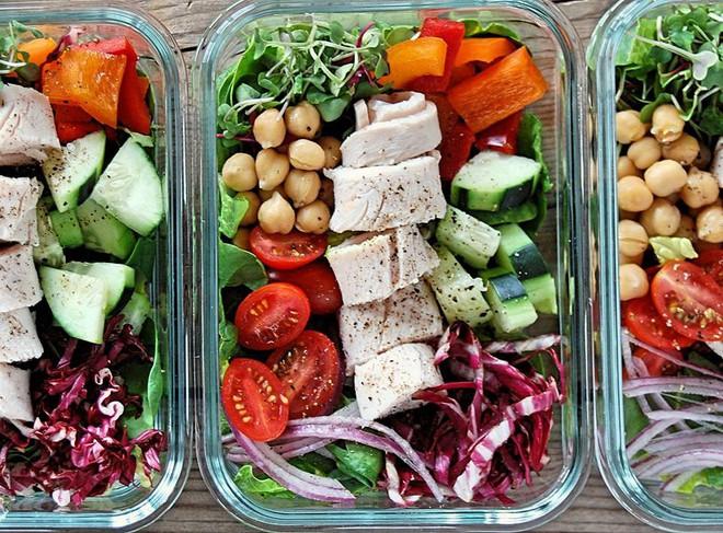 Thử nghiệm 14 ngày giảm cân bằng chế độ ăn Eat Clean và tập luyện, bạn cần lưu ý những điều gì? - Ảnh 1.