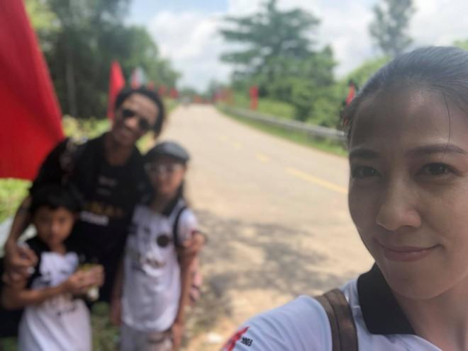 Vợ Phạm Anh Khoa đăng ảnh gia đình hạnh phúc bên nhau cùng status gây chú ý: Trong tâm bão lại bình yên lạ! - Ảnh 1.