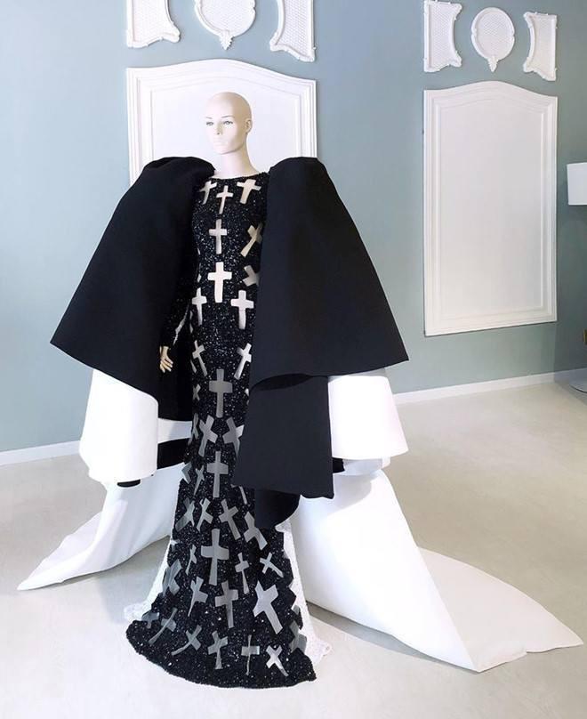 Phục sức quá ấn tượng tại Met Gala, Nga Nguyễn lên loạt báo chính thống và được đặt cạnh Kylie Jenner - Ảnh 4.