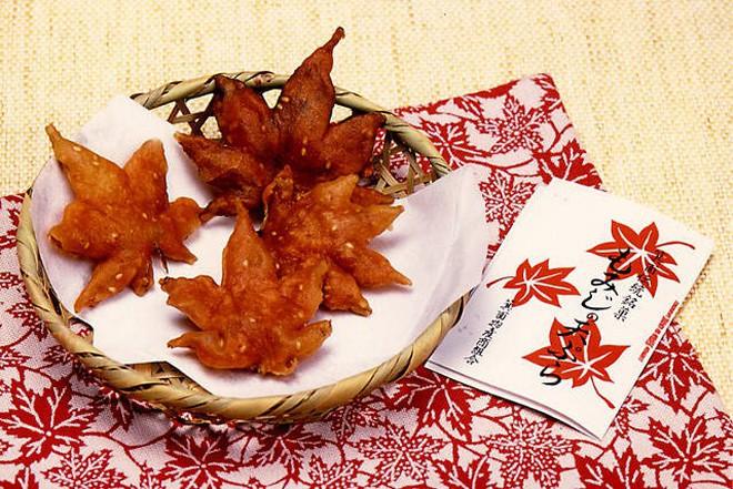 Lá phong ở Nhật được chế biến thành món ăn rất ngon và người ta phải mất đến 1 năm để làm - Ảnh 7.