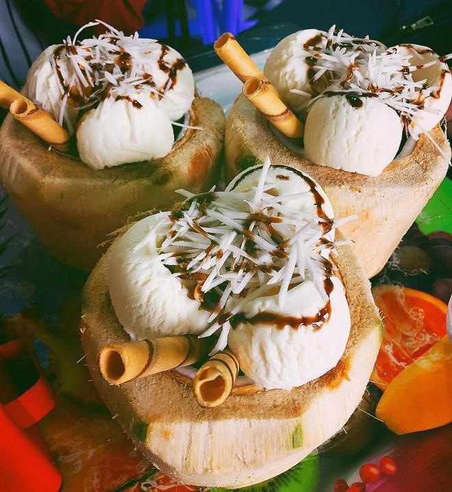"""Những món tráng miệng từ dừa đang """"khuấy đảo"""" hè này tại Sài Gòn - Ảnh 2."""
