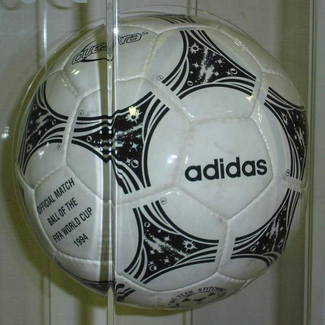 Đây là những quả bóng được dùng trong lịch sử World Cup, xem muốn xỉu vì quả bóng đầu tiên - Ảnh 15.