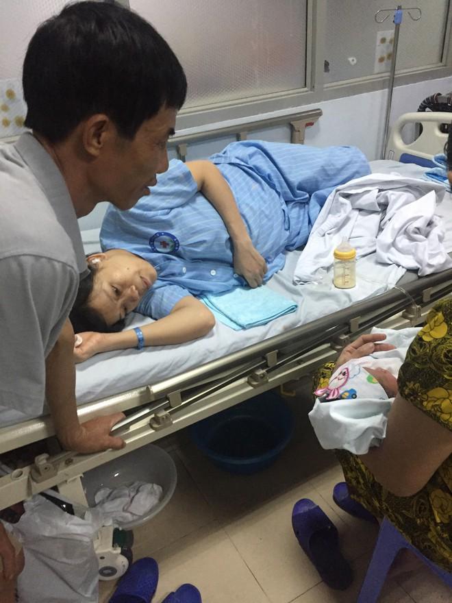 Sau 10 năm chờ đợi, người đàn ông 47 tuổi được ôm con đầu lòng trong tay chính là hình ảnh xúc động nhất hôm nay - Ảnh 2.