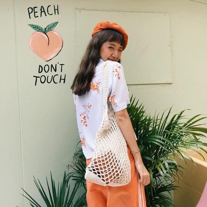 """Không phải áo phông, áo sơ mi cộc tay """"hoa hòe hoa sói"""" mới là item được các hot girl Thái diện như đồng phục hè này - Ảnh 4."""