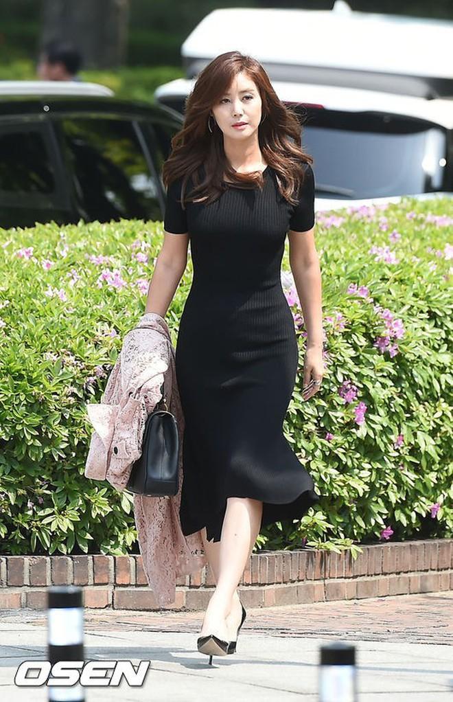 Top đám cưới có dàn khách mời khủng nhất xứ Hàn: Song Song lép vế trước Jang Dong Gun, Lee Byung Hun mời sao Hollywood - Ảnh 35.
