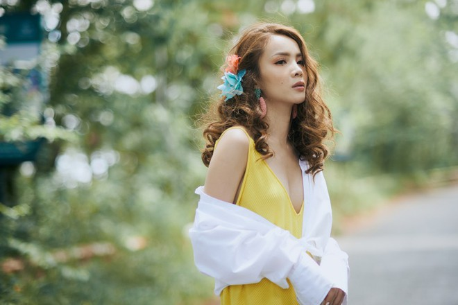 Ảnh hậu trường bị rò rỉ làm rộ tin đồn đám cưới, Yến Trang gấp rút hoàn thiện MV trong 20 giờ để ra mắt - Ảnh 3.