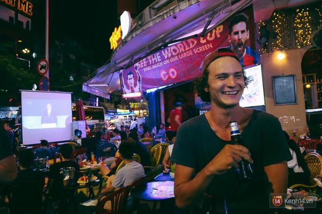 Khai mạc World Cup: Phố Tây Sài Gòn chật kín, khách Nga hò hét ăn mừng - ảnh 4