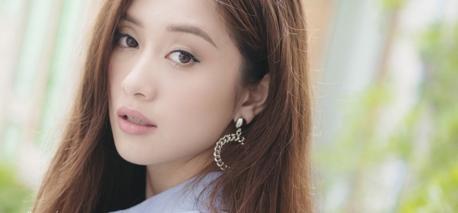 Jun Vũ bẽn lẽn hôn má Jun Phạm trong MV kể chuyện tình đôi hàng xóm trong sáng - Ảnh 3.
