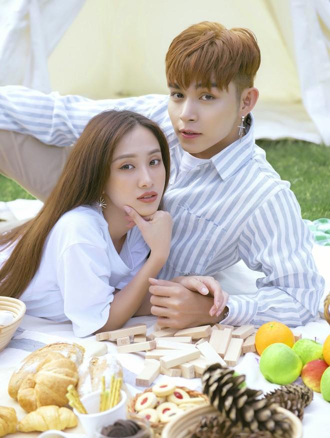 Jun Vũ bẽn lẽn hôn má Jun Phạm trong MV kể chuyện tình đôi hàng xóm trong sáng - Ảnh 5.