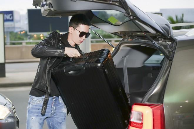 Võ Cảnh diện nguyên cây hàng hiệu, xuất hiện điển trai tại sân bay sang Ý dự Milan Fashion Week - Ảnh 2.