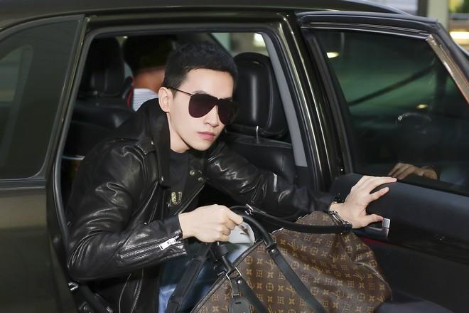 Võ Cảnh diện nguyên cây hàng hiệu, xuất hiện điển trai tại sân bay sang Ý dự Milan Fashion Week - Ảnh 1.