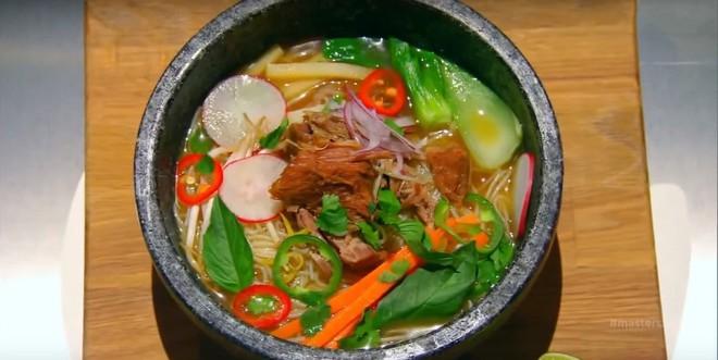 Hủ tiếu Việt Nam từng lên cả sóng truyền hình Mỹ và được đầu bếp lừng danh Gordon Ramsay khen ngon hết lời - Ảnh 5.