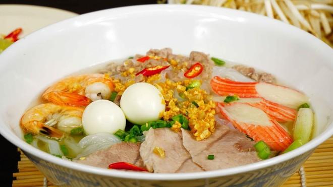 Hủ tiếu Việt Nam từng lên cả sóng truyền hình Mỹ và được đầu bếp lừng danh Gordon Ramsay khen ngon hết lời - Ảnh 6.