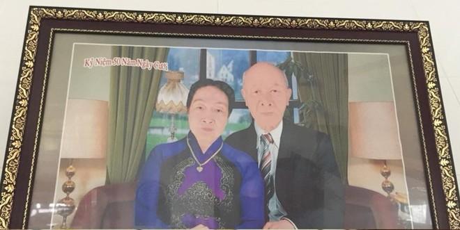Ông bà ngỡ ngàng nhận ảnh kỷ niệm 50 năm ngày cưới bị photoshop mặt môi trắng bệch, cháu trai chụp bằng điện thoại còn đẹp hơn 3