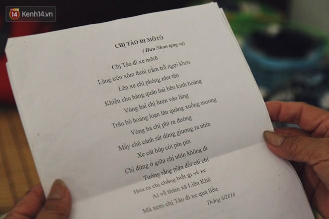 Cụ bà xa quê 11 năm, ở trọ Hà Nội để chạy thận và sống nhờ những vần thơ của chồng: