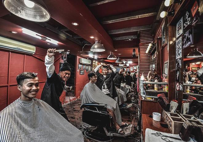 Ở Sài Gòn, nhất định phải thử ghé qua 3 tiệm này cắt tóc để trải nghiệm văn hoá quý ông - Ảnh 18.
