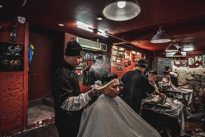 Ở Sài Gòn, nhất định phải thử ghé qua 3 tiệm này cắt tóc để trải nghiệm văn hoá quý ông - Ảnh 20.