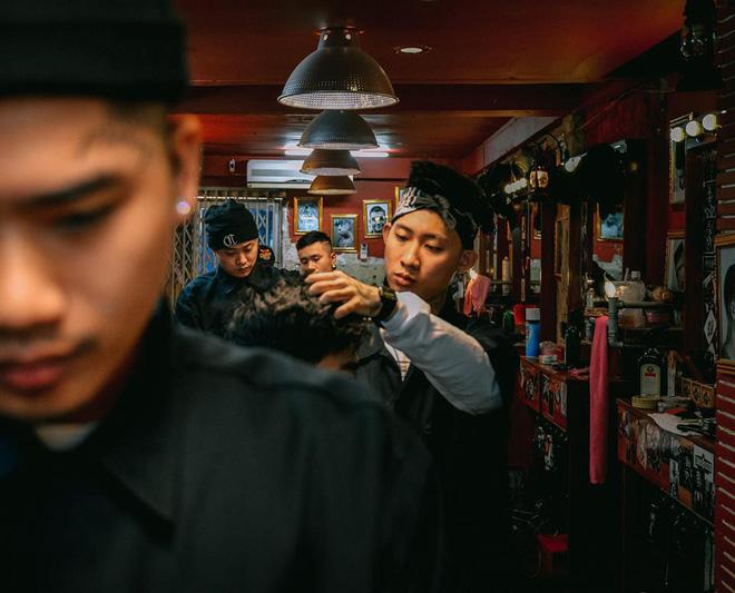 Ở Sài Gòn, nhất định phải thử ghé qua 3 tiệm này cắt tóc để trải nghiệm văn hoá quý ông - Ảnh 22.