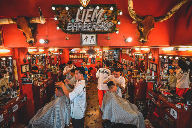 Ở Sài Gòn, nhất định phải thử ghé qua 3 tiệm này cắt tóc để trải nghiệm văn hoá quý ông - Ảnh 23.